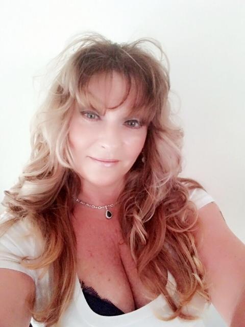 Online spiritual advisor, Lainey